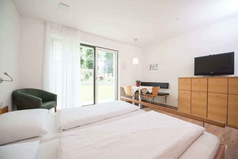 apartment edelweiss in reischach kronplatz pustertal. Black Bedroom Furniture Sets. Home Design Ideas